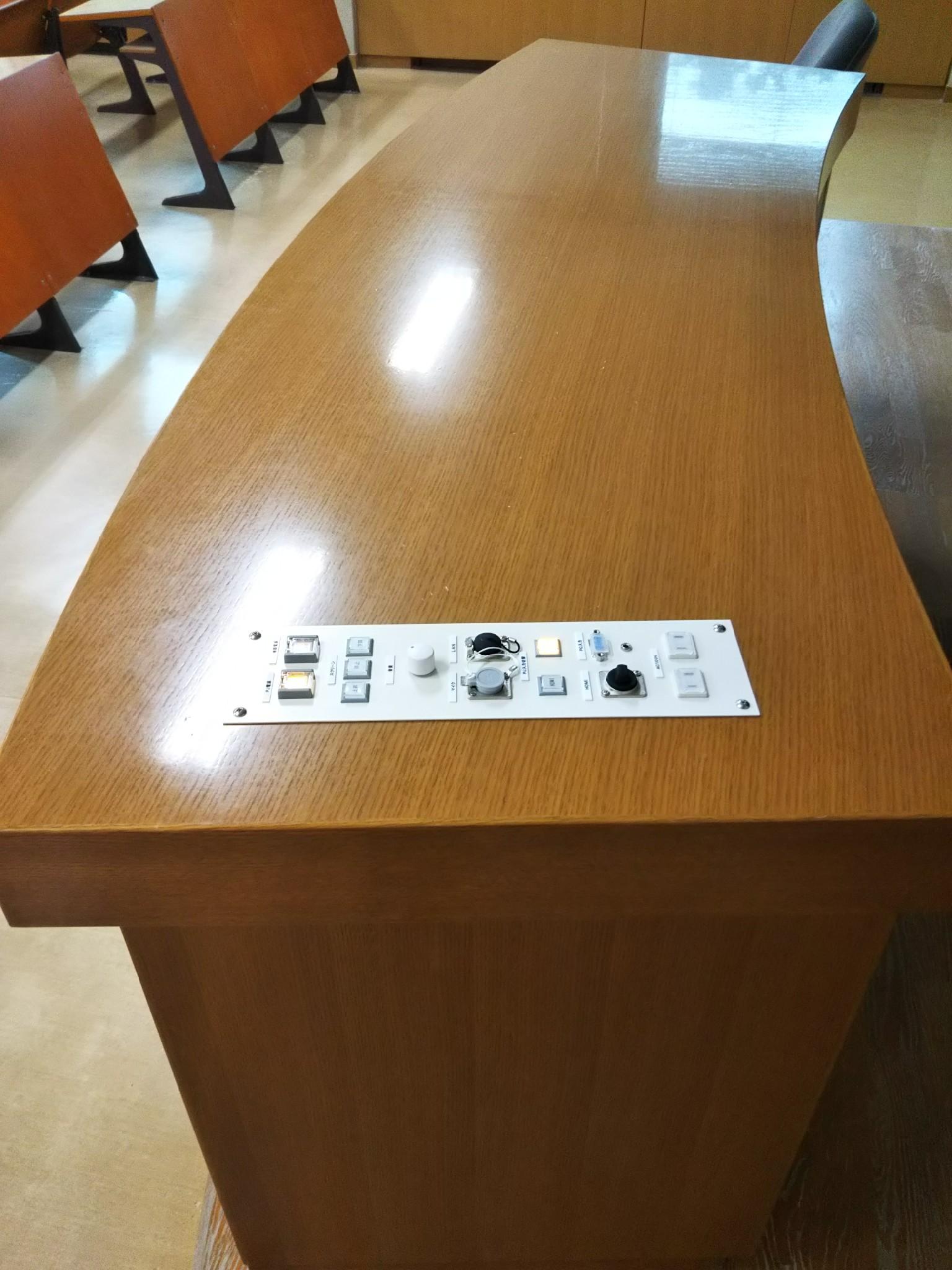 東北医科薬科大学‗小松島‗教卓